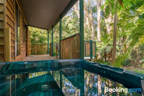 Apartamento con piscina y aire acondicionado, vistas y wifi
