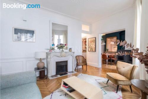 Home in Paris with 2 rooms.
