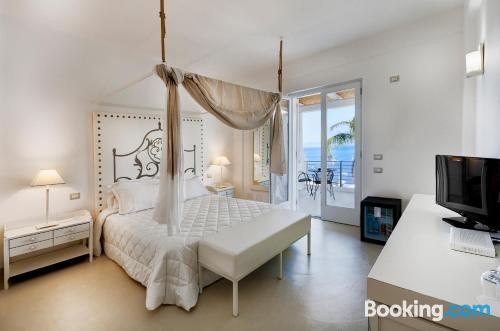 Práctico apartamento parejas con vistas y wifi