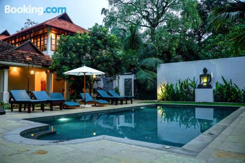 Apartamento en Mararikulam con piscina.