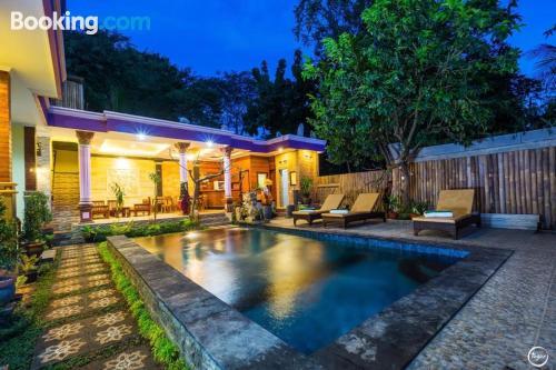 Apartamento con todo en Lembongan con conexión a internet y terraza