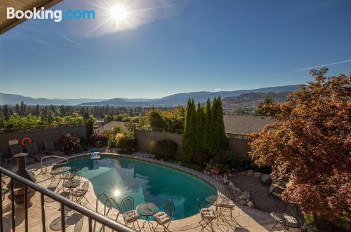 Apartment for 2 people in Kelowna with pool and terrace