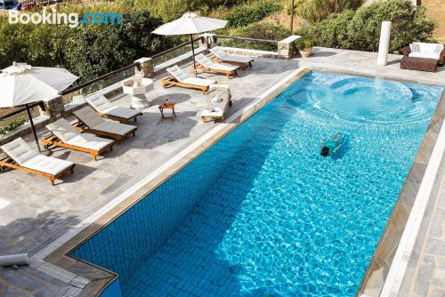 Stay cool: air-con home in Klouvas with terrace and wifi