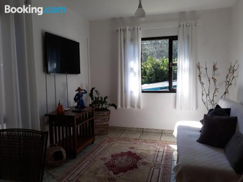 Espacioso apartamento de dos habitaciones en Arraial do Cabo
