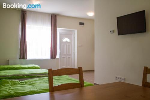Apartamento con internet con aire acondicionado.
