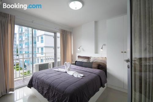 Apartamento en Mae Pim con vistas y internet.