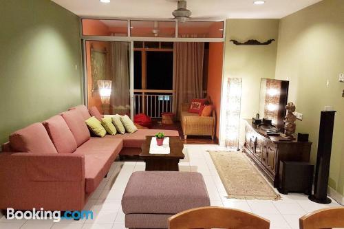 Apartamento de tres habitaciones con piscina