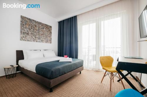 Cuco apartamento parejas con conexión a internet.