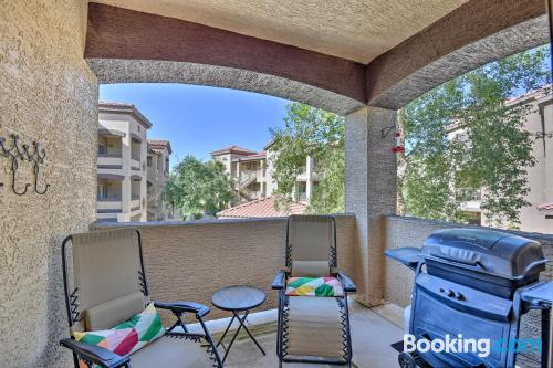 Stay cool: air-con apartment in Mesa. Pool!.