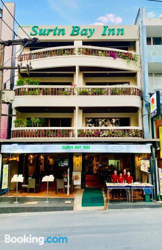 Práctico apartamento dos personas con terraza y internet
