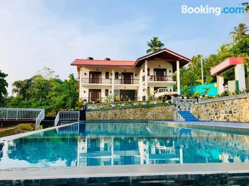Apartamento con piscina y aire acondicionado en Hikkaduwa
