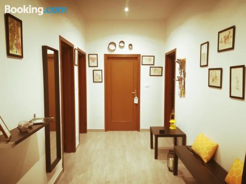 Amplio apartamento de dos dormitorios con calefacción y internet