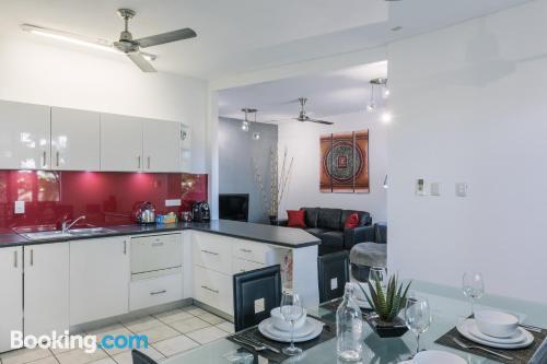 Cómodo apartamento de dos dormitorios con conexión a internet y vistas