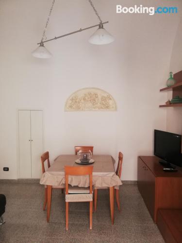 Espacioso apartamento en buena ubicación ¡Con terraza!