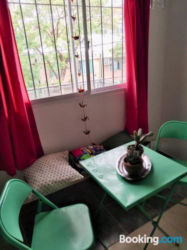 Apartamento bien ubicado con cuna. Perfecto para familias.