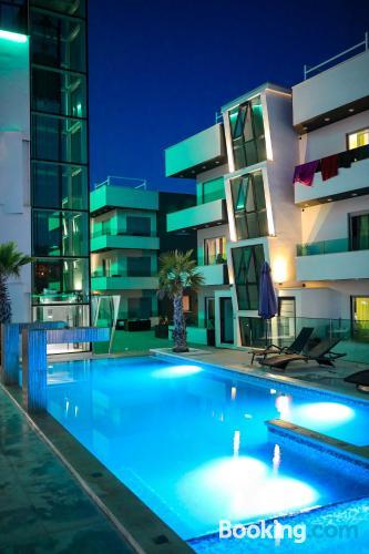 Apartamento con piscina, vistas y conexión a internet