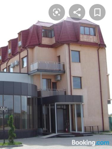 Stay cool: air place in Ploiesti with swimming pool and terrace.