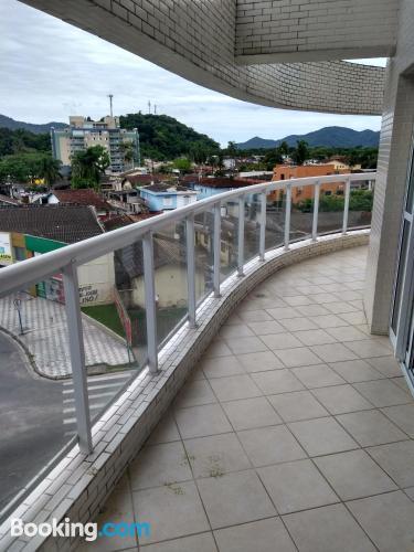 Apartamento para grupos en Bertioga. ¡135m2!.