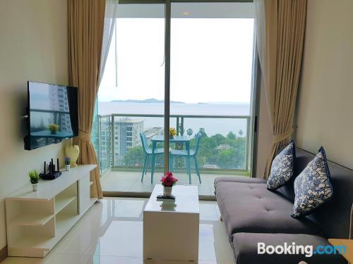 Apartamento con piscina y vistas