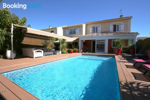 Pool and internet place in Uzès. 22m2!