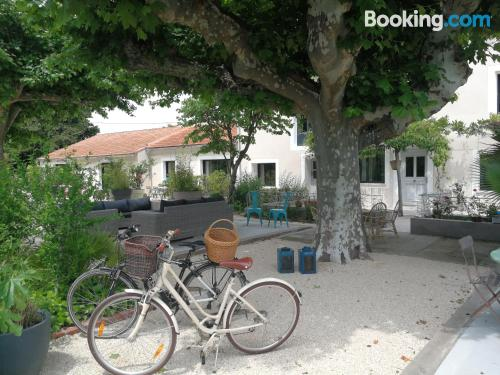 Place for two people in Pernes-les-Fontaines. Terrace!