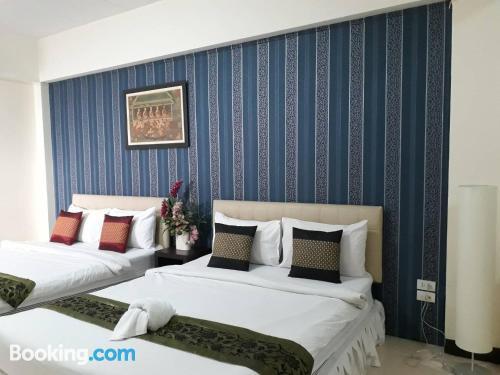 Apartamento en Lat Krabang. ¡Aire acondicionado!
