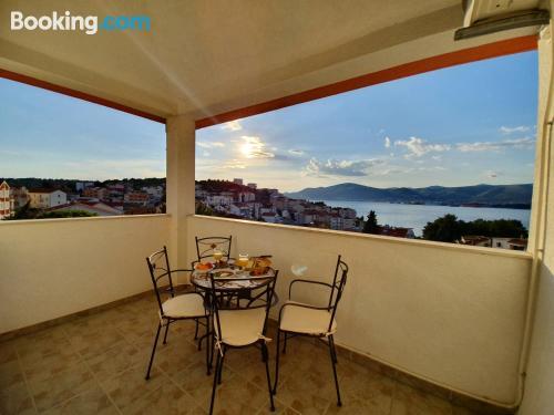 Apartamento con vistas y conexión a internet en Trogir. ¡115m2!