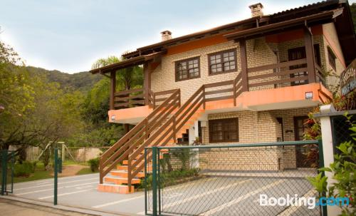 Stay cool: air-con home in Bombinhas. Convenient!