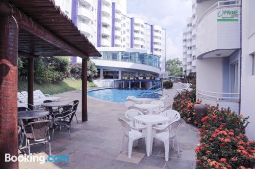 Cómodo apartamento en Rio Quente. Zona centro, wifi