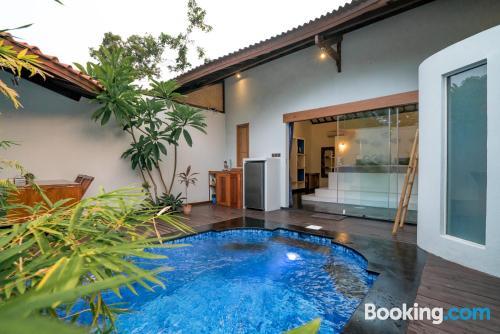 Cómodo apartamento en centro con piscina