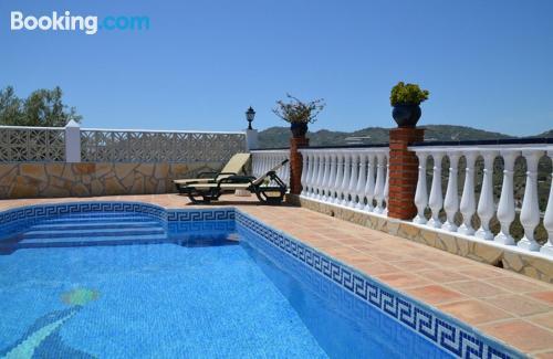 Cómodo apartamento en Frigiliana con piscina.