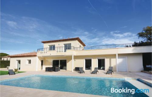 Appartamento con piscina. Saint-Raphaël dalla vostra finestra!