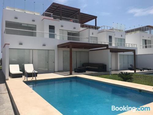Apartamento en Paracas con terraza y internet