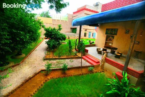 Apartamento en Jaipur con terraza y internet.