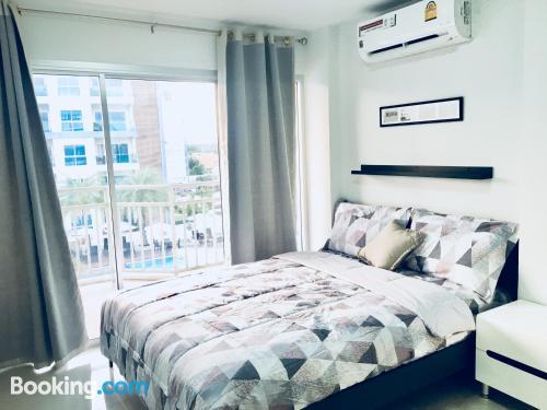 Amplio apartamento en Rayong con conexión a internet