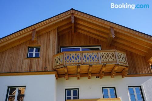 Enorme, tres dormitorios en centro de Altaussee.