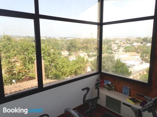 Buena ubicación con aire acondicionado en Cerdanyola Del Valles. Apto para animales