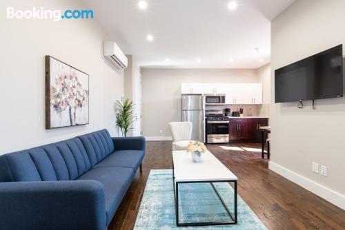 Espacioso apartamento de dos habitaciones en Jersey City.