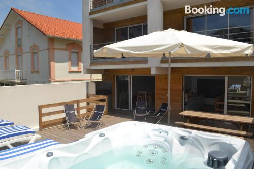 Kid friendly place in Capbreton with internet and terrace.