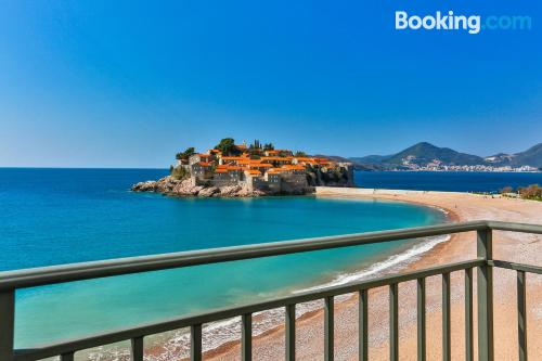 Place for couples in Sveti Stefan with terrace