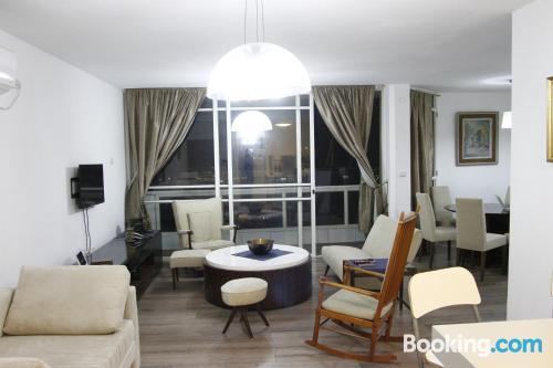 Comfortable home in Tel Aviv. Terrace!
