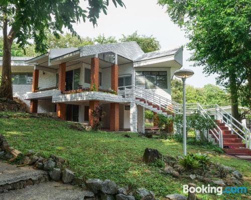 Apartamento con terraza perfecto para cinco o más.