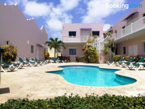 Apartamento en Oranjestad con vistas y conexión a internet