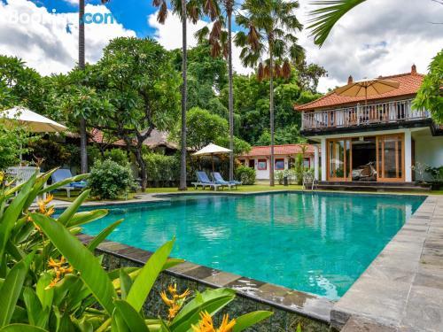 Gran apartamento con piscina en Umeanyar