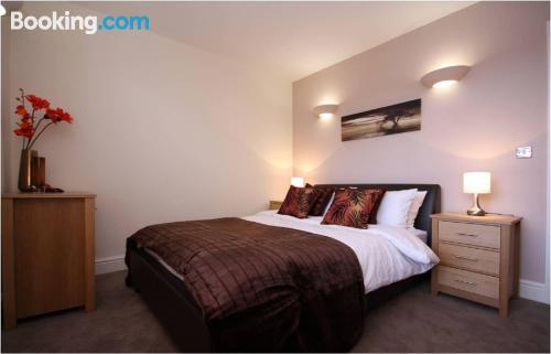 2 bedrooms place in Wokingham with wifi.