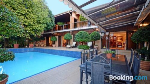 Appartamento con terrazza. Johannesburg è in attesa!.