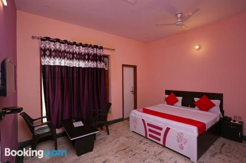 Apartamento en Noida con internet.