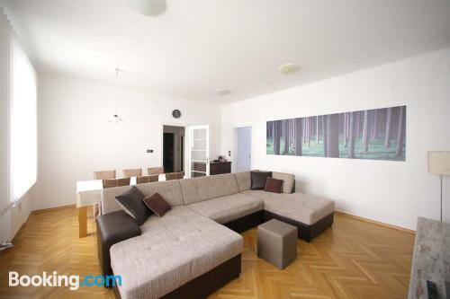 Espacioso apartamento en buena zona con calefacción y conexión a internet
