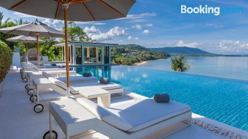 Apartamento ideal para familias con terraza y internet