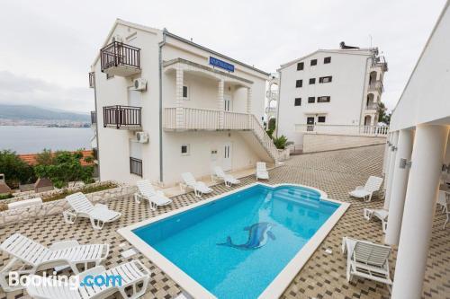 Bonito apartamento de dos dormitorios en Trogir